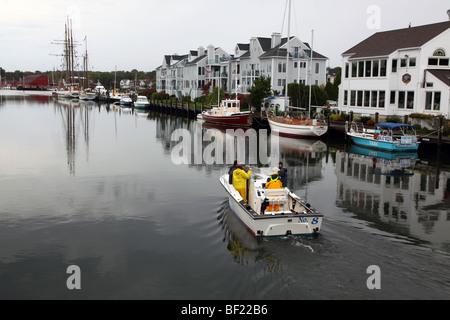 Fishing boat in Mystic River harbor, Mystic, CT, USA - Stock Image