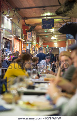 People eating at cafes in the Triana Market - Stock Image