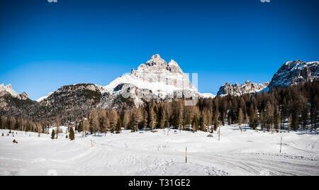 Picture of the Cime di Lavaredo seen from the trail from Lago d'Antorno, near Cortina D'Ampezzo, Dolomites, Italy - Stock Image