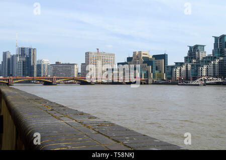 The MI6 Building stands on the south bank of the River Thames by Vauxhall Bridge, London - Stock Image