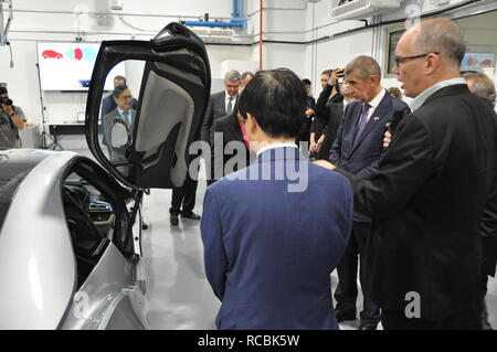 Singapur, Singapore. 15th Jan, 2019. Czech Prime Minister Andrej Babis (2nd from right) continued his visit of Singapore on January 15, 2019. Apart from political meetings, Babis is also to visit the CETRAN development centre for self-driving vehicles (pictured). Credit: Radek Jozifek/CTK Photo/Alamy Live News - Stock Image