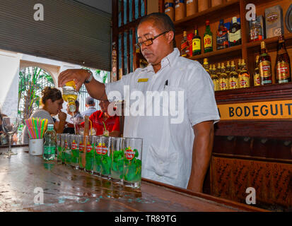 La Bodeguita del Medio is famous as being a bar where Ernest Hemingway enjoyed a Mohito cocktail, Empedrado No. 207, Old Havana, Cuba, Caribbean - Stock Image