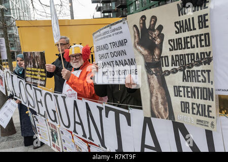 London, UK. 10th December 2018. Protesters with banness and posters opposite the US Embassy at the final 'Shut Guantanamo!' monthly protest of 2018 at the US Embassy on the 70th anniversary of the Universal Declaration of Human Rights (UDHR). This declared 'No one shall be subjected to torture or to cruel, inhuman or degrading treatment or punishment' and 'No one shall be subjected to arbitrary arrest, detention or exile.' Guantanamo still has 40 detainees who have been tortured and held in indefinite detention without trial for almost 17 years. Credit: Peter Marshall/Alamy Live News - Stock Image