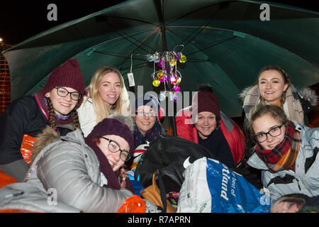 Aberdeen, UK. 8th Dec 2018. Sleep in the Park . A group of nurses from Robert Gordon University bed down for the night.  Credit Paul Glendell Credit: Paul Glendell/Alamy Live News - Stock Image