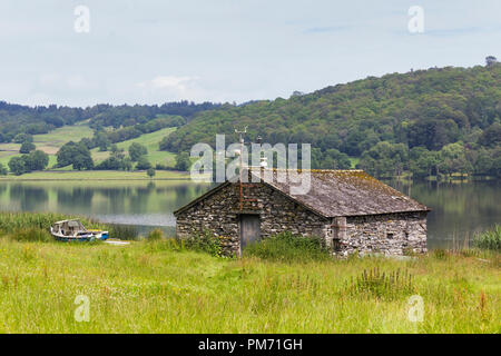 Stone built boathouse on the western shore of Esthwaite Water in the Engish Lake District, a short distance from Hawkshead youth hostel. - Stock Image