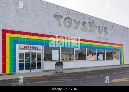 HICKORY, NC, USA-12-19-18: A closed Toys R Us store, one of 800 U.S. stores, The company  filed for Chapter 11 bankruptcy in 2017. - Stock Image