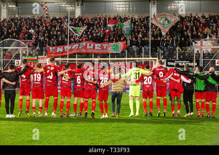 sports, football, Regional League West, 2018/2019, Rot Weiss Oberhausen vs Wuppertaler SV 2-1, Stadium Niederrhein in Oberhausen, RWO team rejoicing the win together with the football fans on the stand - Stock Image