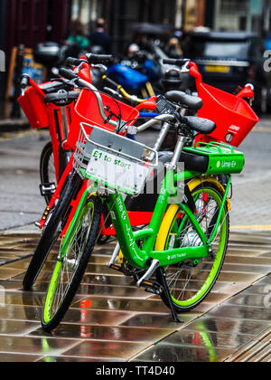 London Electric Hire Bikes - Lime and Jump Uber rental bikes in central London - a number of firms are introducing dockless electric hire bikes - Stock Image