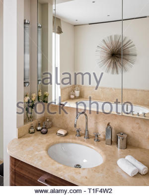 Brown washbasin in country style bathroom - Stock Image