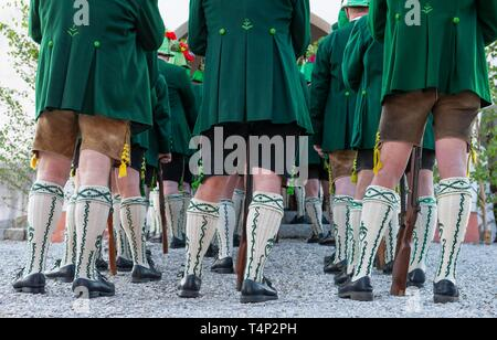 Mountain marksmen in traditional Bavarian costumes with Wadl stockings, Corpus Christi procession in Wackersberg, Isarwinkel, Tolzer Land, Upper - Stock Image