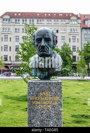 Bronze bust of Heinrich Friedrich Karl Freiherr vom und zum Stein in Steinplatz garden square, Charlottenburg Berlin - Stock Image