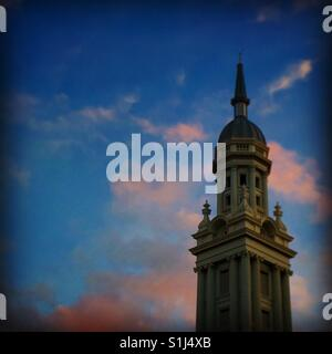 Tower detail on building in Auckland at sunset - Stock Image