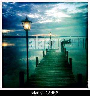 See, Steg, Laternen, Abendstimmung - Stock Image