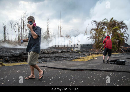 A resident wears a gas mask to protect from the harmful sulfur dioxide gases spewing from the Kilauea volcanic eruption May 18, 2018 in Pahoa, Hawaii. The recent eruption continues destroying homes, forcing evacuations and spewing lava and poison gas on the Big Island of Hawaii. - Stock Image