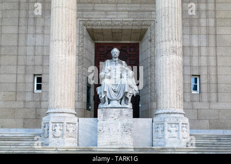 Statue of Johann Wolfgang von Goethe in Wiesbaden, the state capital of Hesse, Germany. The statue is on the steps of the Museum Wiesbaden. - Stock Image