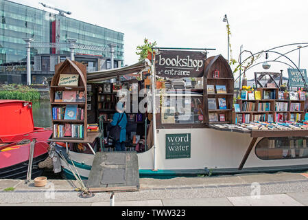 Word on the Water, the London Book Barge, bookshop on Regent's Canal, Kings Cross London England Britain UK - Stock Image
