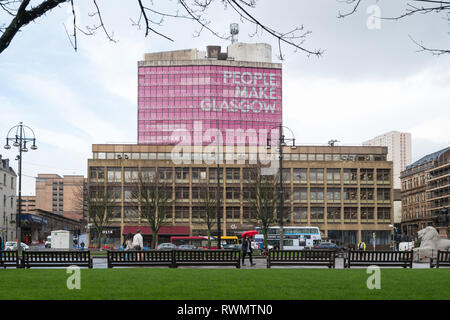 People Make Glasgow sign behind George House office building on George Square, Glasgow, Scotland, UK - Stock Image
