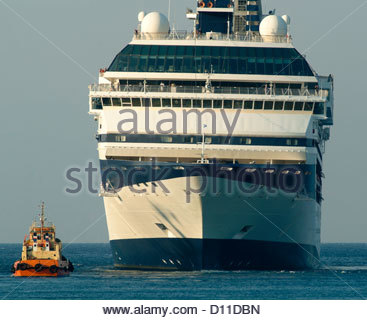cruise ship size comparison sizes big small huge - Stock Image