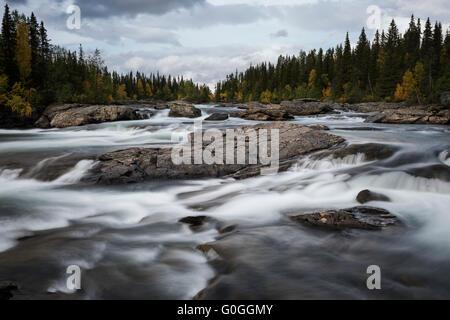 River rapids flowing near STF Kvikkjokk Fjällstation, Kungsleden trail, Lapland, Sweden - Stock Image