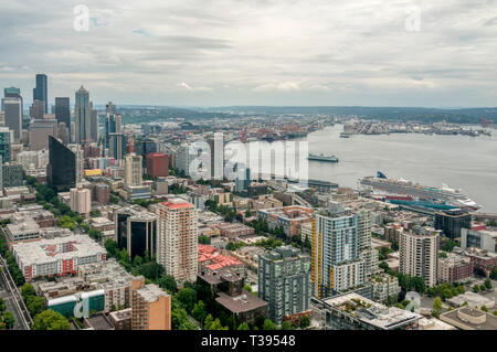 Elevated view of downtown Seattle. with Elliott Bay and cruise ship terminal. - Stock Image