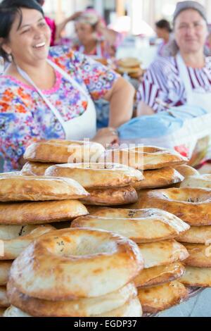 Traditional Uzbek bread on sale, Samarkand market, Samarqand Province, Uzbekistan - Stock Image