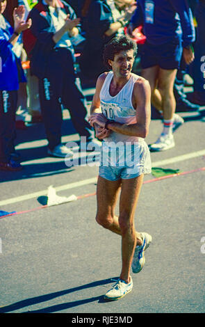 Frank Shorter finishing the1985 New York City Marathon - Stock Image