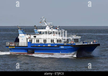 Crewboat Gesa inbound for Cuxhaven - Stock Image