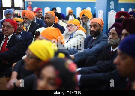 (centre) Labour leader Jeremy Corbyn during a visit to Gurdwara Sri Guru Singh Sabha in Southall. - Stock Image
