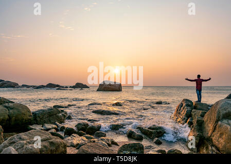 Horizontal view of the sunset at The Hidden Twin Beach in Kanyakumari, India. - Stock Image