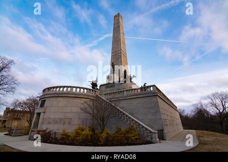 Spingfield, Illinois, USA.  March 10th, 2019.  Sunrise at Lincoln's tomb.  Springfield, Illinois, USA. - Stock Image