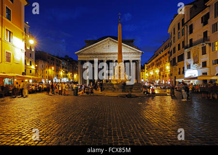 The Pantheon and the Fontana del Pantheon on Piazza della Rotonda, Rome, Italy - Stock Image