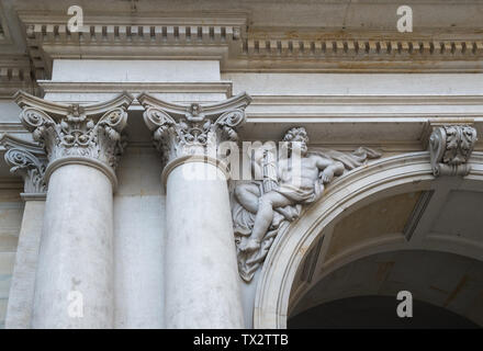 Architectural decorative details on the entrance to the City Hall (Rathaus) inner courtyard, Hamburg, Germany - Stock Image