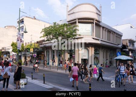 Shoppers on the popular shopping street of Rousvelt Fragklinou in Larissa, Greece - Stock Image