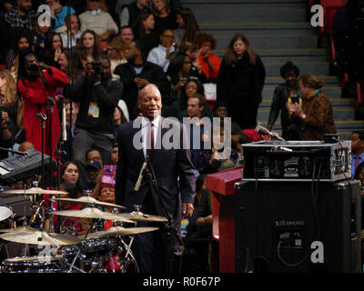 Chicago, Illinois, USA. 4th November 2018. Illinois Secretary of State Jesse White approaches the podium at today's rally. The rally was a final push preceding the upcoming midterm general election this Tuesday, which many expect will be a wave election in favor of the Democrats. Credit: Todd Bannor/Alamy Live News - Stock Image