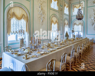 18 September 2018: Peterhof, St Petersburg, Russia - The White Banqueting Hall, Peterhof Palace. - Stock Image