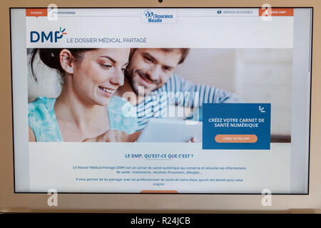 Paris, France - November 15, 2018 : French health insurance website, presenting the new 'shared medical file'(DMP), on a computer screen - Stock Image
