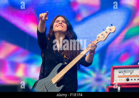 Portsmouth, UK. 29th August 2015. Victorious Festival - Saturday. Michele Stodart of The Magic Numbers performs - Stock Image