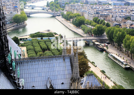 Roof details and statues at the base of the spire of notre dame de Paris, France - Stock Image