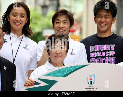 Tokyo, Japan. 12th May, 2019. Tokyo governor Yuriko Koike (C) poses with (Back L-R) former Olympic swimmer Hanae Ito, professional figure skater Nobunari Oda and former decathlete So Takei for photo as they attend a promotional event of the Rugby World Cup 2019 in Tokyo on Sunday, May 12, 2019. Takei and Tokyo Governor Yuriko Koike enjoyed a street rugby at the event. Credit: Yoshio Tsunoda/AFLO/Alamy Live News - Stock Image