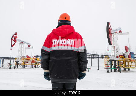 Kogalym, Russia. 21st Mar, 2019. KOGALYM, RUSSIA - MARCH 21, 2019: A worker at the Vatyeganskoye oil field developed by Povkhneftegaz, a subsidiary of the Lukoil-West Siberia oil and gas company. Vyacheslav Prokofyev/TASS Credit: ITAR-TASS News Agency/Alamy Live News - Stock Image