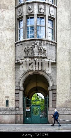 Schiller-Gymnasium, Schiller High School in Historic listed building built 1913 in Berlin, Charlottenburg. Building exterior & facade - Stock Image