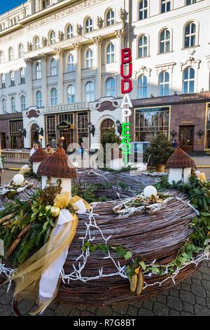 Advent wreath at Budapest Christmas fair, Vorosmarty ter - Stock Image