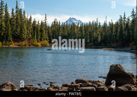 Oregon's Mount Jefferson as seen from Head Lake, along the Pacific Crest Trail in the Olallie Scenic Area - Stock Image