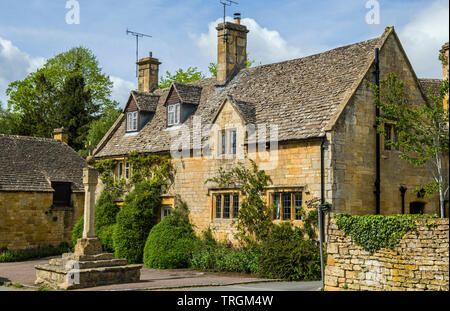 Cotswold Stone house in Stanton near Broadway in the Cotswolds. - Stock Image
