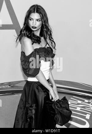 New York, NY - June 03, 2019: Emily Ratajkowski attends 2019 CFDA Fashion Awards at Brooklyn Museum - Stock Image