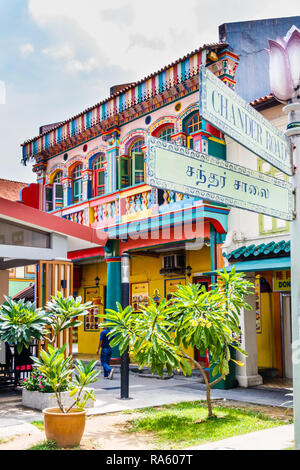 Colourful building in Little India, Singapore - Stock Image