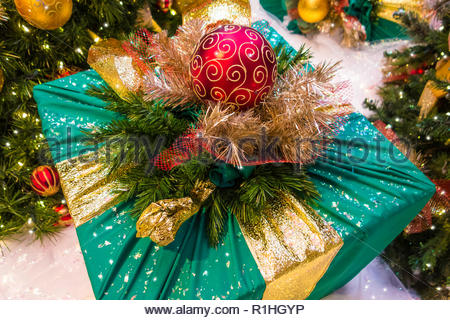 Christmas gift box decorated with Christmas decorations. - Stock Image