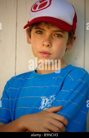 Boy leaning against wall - Stock Image