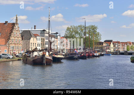 Picturesque view of 17th century houses and traditional barges moored  on Kort Galgewater, Leiden, Holland, Netherlands - Stock Image