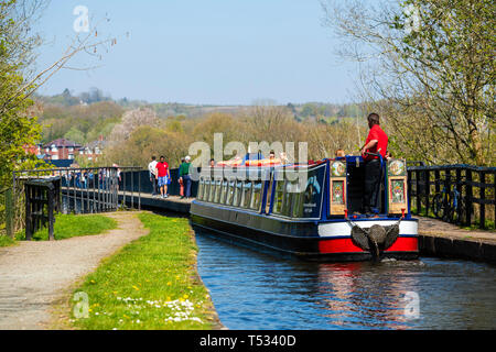 Canal boat crossing an Aqueduct near Llangollen at Pontcysyllte, Wales, UK. Narrow boat trip on the Shropshire Union Canal. - Stock Image